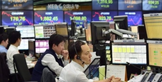Nikkei Edges up as Yen's Strength Wanes