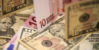 Euro Menguat, Dolar Stabil Menjelang Pemilu Prancis