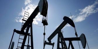 Harga minyak mentah naik terkait kerugian mingguan terbesar dalam satu bulan
