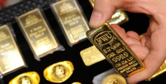 Gold Little Changed, Poised for Largest Weekly Decline in 7 Weeks