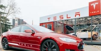 CEO Musk Memastikan Tesla Akan Mencapai Target Produksi Meskipun Mengalami Kerugian