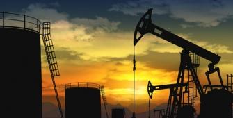 Kelebihan pasokan terus membebani harga minyak