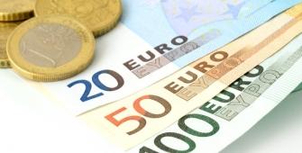 Euro Diniagakan Susut Susulan Kemenangan Macron dalam Pilihan Raya Mencetuskan Pengambilan Untung
