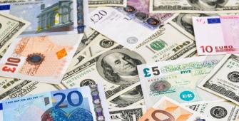 伴随美国政治紧张,美元下滑至近六个月低点