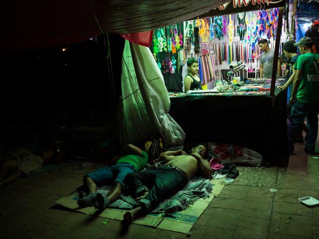 Земля обетованная: к границам США направляется многотысячный караван мигрантов