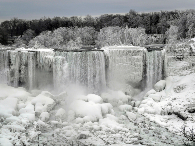 Icy wonderland: Niagara Falls partially frozen