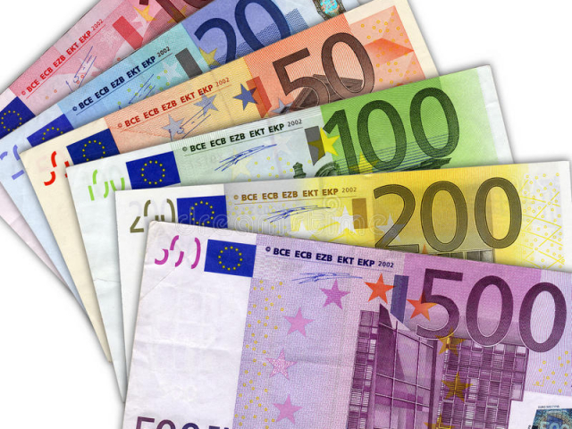 Euro vs US Dollar: battle for status of funding currency