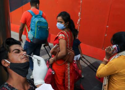 La India lucha contra el coronavirus e informa sobre un número récord de casos del virus