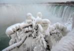 Icy wonderland: Niagara Falls sebahagiannya beku