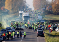Во Франции проходят массовые акции против реформ президента