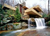 Дом над водопадом и особняк, «растущий» из горы: самые яркие проекты гения американской архитектуры
