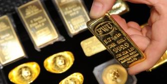 Gold Strengthens as Dollar, Equities Slip