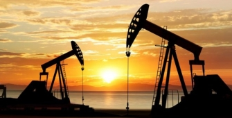 Oil Prices Edge Down as U.S. Stockpile Gains Renew Oversupply Concerns