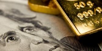 Золото растет на фоне снижающегося доллара