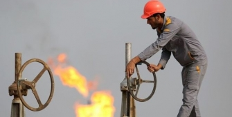 Oil Prices Retreat Despite Indications of Market Tightness
