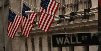 Wall Street Mostly Higher as Tech Stocks Drop
