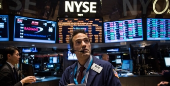 Wall Street Gains as Dow Hits 5th Consecutive Record Finish