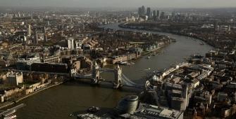 英国金融服务公司在三季度继续保持悲观