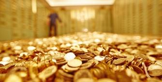 Gold Steady Amid Strong Dollar