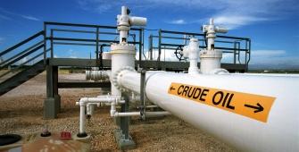 Oil Prices Climb on Tighter U.S. Market, Disruption Risks