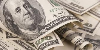 Dollar Climbs as Fed, Tax Reform News in Focus