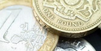 Новости по Brexit надавили на евро и фунт