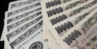 Yen Gains, Australian Dollar Drops on Dampened Sentiment