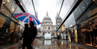 UK Retail Sales Decline Year on Year in October