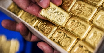 Gold Prices Climb as Fed Minutes in Focus