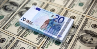 Dollar Near Highs, Euro Under Pressure