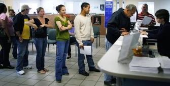 Заявки на пособие по безработице в США снизились после роста в течение двух недель подряд