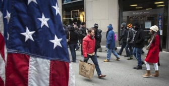 US Retail Sales Jump, Weekly Unemployment Claims Drop
