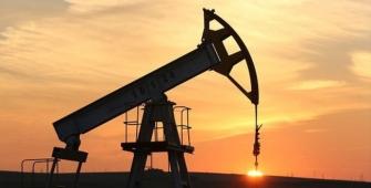 Los precios del petróleo extienden ganancias a medida que Arabia Saudí reafirma su compromiso ante el acuerdo de producción