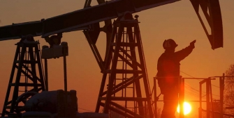 Oil Rallies on U.S. Drilling Activity Reduction, Booming Labor Market