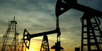 ट्रंप के चीन पर नए ट्रेड टैरिफ़ प्रस्तावित करने के बाद तेल में गिरावट