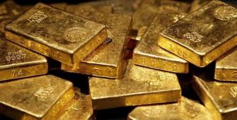 Harga Emas Turun Setelah Tiga Sesi Naik Sementara Dolar Naik