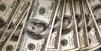 Dollar Buoyed as U.S. Yields Moves Near 1-Month Peaks