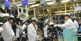 Japan's Manufacturers' Mood Worsens in April - Reuters Tankan