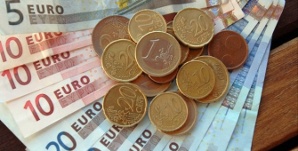 Euro Flat as Investors Mark Time Ahead of ECB Guidance Next Week