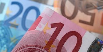 Евро сдает позиции и находится на пути к крупнейшему недельному падению