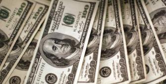 الدولار ثابت مع انخفاض العائد على سندات الخزانة الأمريكية للعشر سنوات