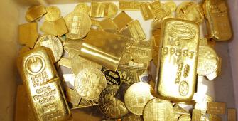 सोने की कीमतों में गिरावट आई, क्योंकि यू.एस की फेड बैठक से डॉलर मजबूत हुआ