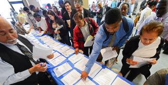 ارتفاع الرواتب في الولايات المتحدة وانخفاض معدلات البطالة في أبريل