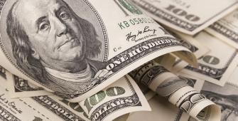 الدولار يصل لما يقرب من قمة 4 أشهر بعد بيانات الوظائف الأمريكية