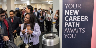 США: заявки на допомогу з безробіття зросли сильніше, ніж очікувалося
