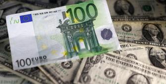 Евро падает, поскольку напряженность в торговых отношениях держит валютные рынки на грани