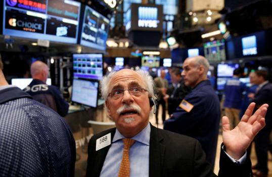 Индекс Dow Jones напротяжении дня упал практически на500 пунктов