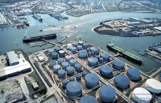 МЭА: «миссия выполнена», нефтяные запасы сокращаются
