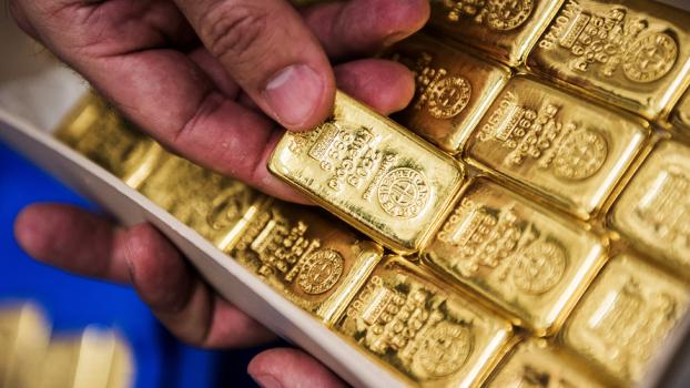 ФРС не перестает давить на золото