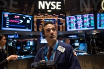 Wall Street Notches Record Peak as Energy Gains, Tech Drops